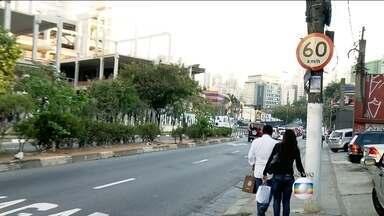 Prefeitura de São Paulo quer reduzir velocidade máxima em outras vias - Depois de reduzir o limite das marginais Tietê e Pinheiros, a prefeitura pretende fazer o mesmo no resto da cidade. A intenção é diminuir o número de acidentes.