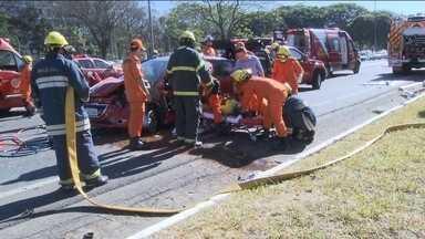 Brasília estuda reduzir velocidade do Eixão para prevenir acidentes - Assim como São Paulo, a capital federal quer adotar a medida numa das principais vias da cidade, onde os acidentes graves são frequentes.