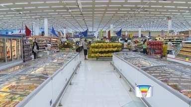 Supermercados de São José buscam alternativas para economizar energia elétrica - Só pra você ter uma ideia, no ano passado, por exemplo, os supermercados tiravam 0,9% do faturamento pra pagar a conta de luz. Só nos primeiros sete meses deste ano, esse gasto chega a 1,7%, quase o dobro.