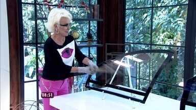 Ana Maria testa blindagem do vidro de um carro no estúdio - A apresentadora mostra experimento e revela que são mais de 120 mil carros blindados no Brasil