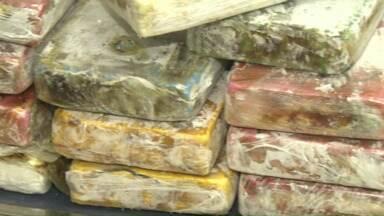 Denarc apreende quase 20kg de cocaína em fundo falso de veículo - Os policiais chegaram até o veículo depois de uma denúncia anônima.