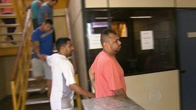 Delegacia investiga operação de quadrilha que aplicavam golpe do cartão de débito - A operação da Polícia Civil prendeu integrantes de uma quadrilha que aplicava golpes no Rio de Janeiro e outros três estados. Confira.