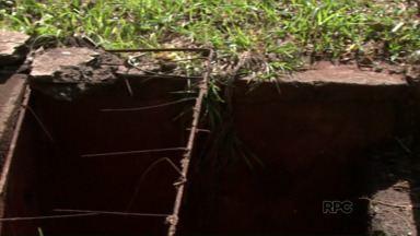 Moradores reclamam da falta de tampas de bueiro em Foz do Iguaçu - Muitas estão quebradas e outra entupidas.