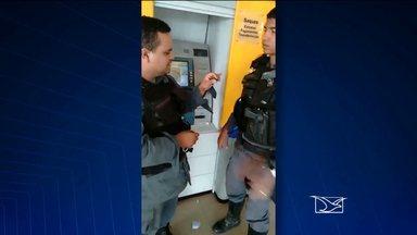 'Chupa cabra' é encontrado em agência bancária de São Luís - Um aparelho para lesar clientes bancários foi encontrado instalado num caixa eletrônico de uma agência bancária na região metropolitana de São Luís. A imagem foi flagrada por um cliente do banco.