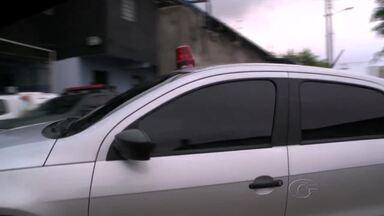 Operação policial prende suspeitos de crimes em Maceió - Policiais cumpriram 30 mandados expedidos pela 17ª Vara Criminal. Sete pessoas foram presas e levadas para a sede da Deic.