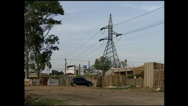 MP pede retirada de famílias em áreas próximas às torres da CEEE - Companhia e Prefeitura de Rio Grande, RS, serão notificadas do pedido do Ministério Público