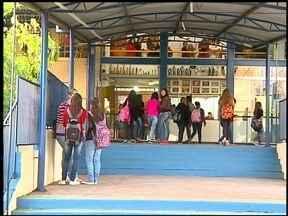 Parcelamento dos salários faz professores se mobilizarem em Erechim, RS - Algumas escolas mandaram os alunos mais cedo para casa.