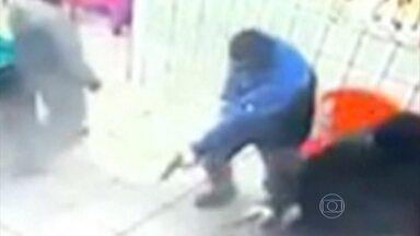 Policiamento é reforçado depois de chacina que matou 18 pessoas em SP - Principal hipótese da Secretaria de Segurança Pública é vingança de PMs. Chacina teria sido resposta ao assassinato de policiais na região dos ataques.