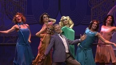 Miguel Falabella volta aos palcos em musical em São Paulo - Musical 'Antes tarde do que nunca' é a versão brasileira de uma peça que fez sucesso na Broadway. Miguel Falabella atua, canta e dança.