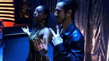 Negra Li se diverte no backstage de sua primeira apresentação no 'Dança' - Confira!
