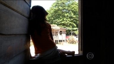 Menores de idade da Ilha do Marajó sofrem com exploração sexual - Nos rios de Melgaço, o problema é a exploração sexual. No Tajapuru, o principal da região, crianças e adolescentes usam canoas para se aproximar das balsas que fazem o transporte de cargas entre Belém e Manaus.
