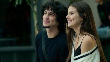Guilherme conta para Giovanna que decidiu se casar com Angel - A patricinha descobre que o primo está insistindo para que Eziel conte o que sabe sobre a filha de Carolina