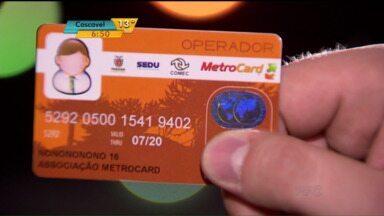 Veja como está a situação de quem depende de cartão para pegar ônibus na RMC - No começo do mês, mostramos a dificuldade de quem precisava fazer o cartão para pegar ônibus na RMC. Vários postos estavam fechados e o cartão não ficava pronto na hora. Veja o que mudou.