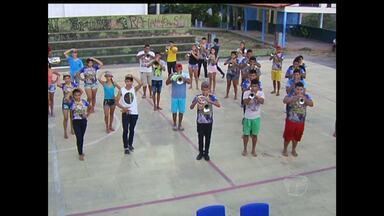 Alunos de escolas de Santarém se preparam para as apresentações de bandas de fanfarras - Escola Frei Ambrósio, uma das tradicionais no evento, está se preparando há vários meses para essa competição.