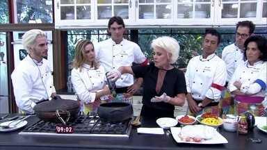 'Super Chef': Ana Maria Braga dá workshop bônus para os participantes - Apresentadora ensina a preparar uma moqueca