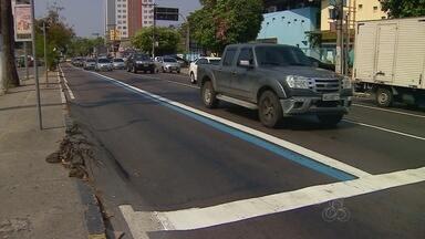 Implantação da Faixa Azul em mais avenidas de Manaus causa preocupação a condutores - Prefeitura iniciou implantação de corredor exclusivo para transporte coletivo nesta semana.