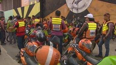 Mototaxistas regularizados voltam a protestar em Manaus - Categoria pede que Prefeitura faça fiscalização para impedir atuação de clandestinos.