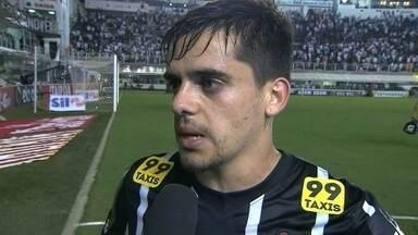 """Fagner, sobre derrota: """"Não foi o Corinthians dos últimos jogos"""" - Jogador diz que time pecou na marcação."""