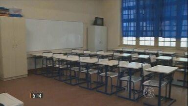 Primeiro dia de greve dos servidores do RS altera rotina das escolas do estado - Muitos professores não apareceram para trabalhar e alguns colégios funcionaram em turnos reduzidos.