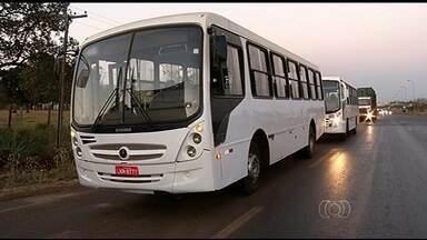 PRF flagra veículos levando passageiros de maneira irregular em Rio Verde, GO - Durante a operação foram vistoriados 40 ônibus e vans. Destes, 35 apresentavam irregularidades.