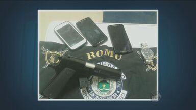 Homem e adolescente são levados ao plantão policial por suspeita de roubo de celular - O caso aconteceu em Monte Mor