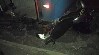 Motorista de ônibus provoca acidente após ingerir bebida alcoólica, no ES - Teste do bafômetro deu positivo, segundo a Polícia Militar de Trânsito.Acidente foi em Cidade Continental, na Serra; homem e motos foram atingidos.