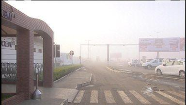 Voo é cancelado em Vitória da Conquista por causa de neblina - Na cidade de Feira de Santana, a condição climática também exigiu atenção dos motoristas logo no início da manhã desta quinta-feira (20).