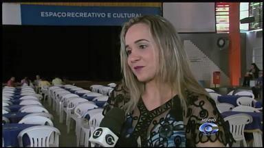Cantora alagoana homenageia Adriana Calcanhoto em show no Sesc Poço - Cantora Soraya Costa, intérprete das canções, fala sobre o evento realizado na noite desta quinta-feira (20).
