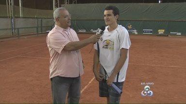 Conheça primeiro tenista amazonense a marcar pontos no ranking da ATP - Pedro de Paula treina em uma academia de Manaus. Ele já participou neste ano de vários torneios do circuito mundial.