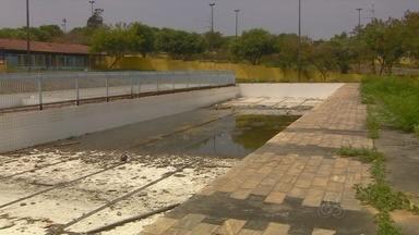 Em Manaus, reforma da Mini Vila Olímpica ainda não começou - No lugar do campo de futebol, um estacionamento para a Câmara Municipal deve ser construído; moradores são contra a ideia.