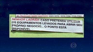 Jô abre programa com as pérolas em placas espalhadas pelo país - Jornalista Sidney Rezende e os cantores Moraes Moreira e Davi Moraes são os entrevistados da noite
