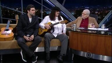 Jô Soares entrevista Moraes Moreira e Davi Moraes - Pai e filho dão palinha em violão e bandolim