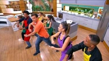 Rotina de casa também pode inspirar movimentos de dança - O coreógrafo Erick Silva explica que, antes de começar, precisa aquecer a musculatura. O médico do esporte Gustavo Magliocca ressalta que é preciso ter orientação e cuidado para fazer os movimentos certos.