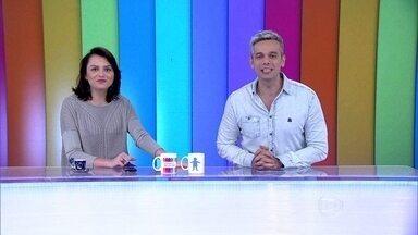 Otaviano Costa e Monica Iozzi abrem o Vídeo Show falando francês - Apresentadores cantam e se divertem na bancada do programa