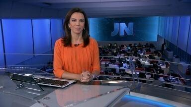JN: Sete pessoas morrem atingidas por um avião na Inglaterra - Na Inglaterra, sete pessoas morreram atingidas por um avião que não completou a manobra durante um show aéreo. Homem mais veloz do mundo faz o quinto tempo.