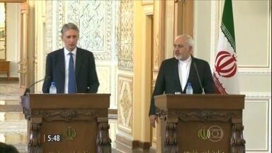 Reino Unido e Irã reabrem embaixadas após quatro anos - Medida veio depois que o governo iraniano e seis grandes potências assinaram um acordo sobre o programa nuclear do país, no mês passado.