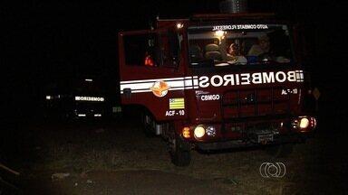 Incêndio atinge o Parque Estadual Altamiro de Moura Pacheco, em Goiânia - Segundo os bombeiros, fogo começou na madrugada desta segunda-feira. Capitão explicou que há vários focos em áreas de difícil acesso.