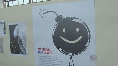 Salão Internacional de Humor de Piracicaba está aberto ao público - Mostra de cartunistas teve exposição que lembrou atentado a cartunistas na França. Os visitantes podem conferir os desenhos até o dia 4 de outubro.