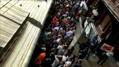 Estudo com passageiros do transporte público de SP indica crescimento na insatisfação - O levantamento feito pela Associação Nacional de Transportes Públicos indica que cresceu a insatisfação com o metrô, trens e ônibus em São Paulo. A pesquisa é contestada pela prefeitura.