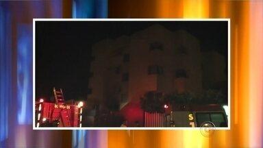 Apartamento pega fogo em Ourinhos neste domingo - Além dos incêndios em mato, também houve registro de incêndios na cidade neste domingo (23). Um apartamento pegou fogo em Ourinhos (SP).