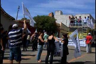 Representantes de prefeituras mineiras debatem situação econômica em Divinópolis - Encontro de líderes do Executivos se reuniram nesta segunda-feira (24).Em Araxá, serviços funcionaram normalmente. Ibiá, Campos Altos e Medeiros aderiram ao movimento.