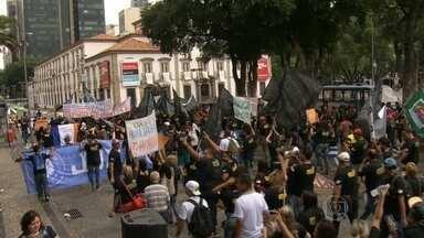 Trabalhadores do Comperj protestam no Rio - Trabalhadores do Comperj protestaram no Rio. Eles pedem a retomada das obras em Itaboraí.
