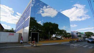 Faculdades de medicina abertas em Goiás têm problemas - Fantástico mostrou comércio do curso em todo o Brasil.