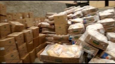 Caminhão frigorífico roubado é recuperado por policiais do Batalhão de Rocha Miranda - O veículo estava na Comunidade do Terço, em Vaz Lobo, e nele estavam 14 toneladas de frango. Quando os policiais chegaram na favela encontraram um homem ao lado do caminhão. Ele foi detido e levado para a delegacia.