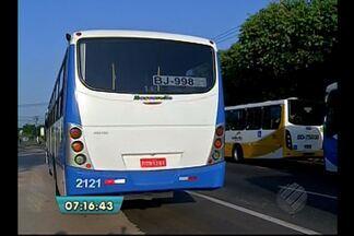 Acidente entre ônibus complica trânsito na entrada de Belém - Ônibus intermunicipal e coletivo que seguia pelo BRT colidiram no Entroncamento. Motoristas devem evitar seguir pela avenida Almirante Barroso nesta terça (25).