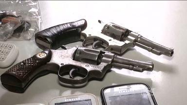 Em Balsas (MA), uma arma de fogo é apreendida pela PM-MA a cada dois dias - Em Balsas (MA), uma arma de fogo é apreendida pela PM-MA a cada dois dias. Segundo a polícia, já foram mais de 80 só este ano. A maioria delas não possui número de registro e estaria sendo usada em assaltos.