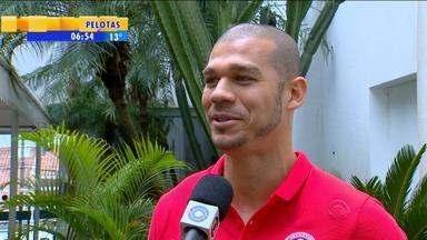 Esporte: com mais chances de Argel, Nilton conta que está motivado no Inter - Assista ao vídeo.