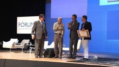 Governador Rui Costa participa de evento sobre educação em Salvador - Empresários, artistas e estudantes também participaram do evento.
