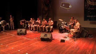 Solenidade reúne policiais em comemoração ao Dia do Soldado - Evento foi realizado na manhã desta terça-feira (25), no Teatro Deodoro, mas a data será comemorada até o final de agosto.