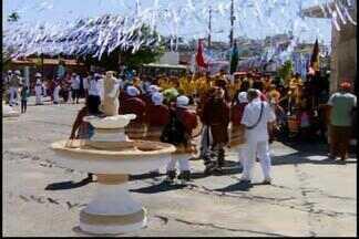 Divinópolis recebe festa de reinado em homenagem a São Benedito e Nossa Senhora do Rosário - Participaram da festa 32 guardas de 12 cidades. Cerca de 7 mil pessoas prestigiaram a comemoração, que completa 43 anos.